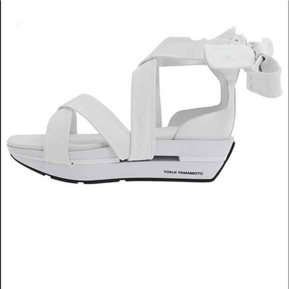 f6f87dc89c13 ADIDAS Y3 by Yohji Yamamoto Tabi sandal. M 5b454489409c158553fc9b13